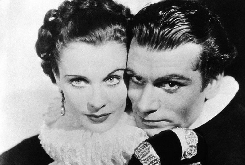 Vivien-Leigh-and-Laurence-Olivier-in-Fire-Over-England-1937-London-Film-Productions