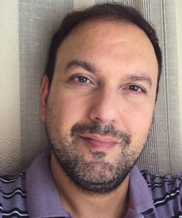 """Νίκος Διακογιάννης: """"Αγαπώ τη λευκότητα του ασβέστη… μου ψιθυρίζει Ελλάδα."""""""