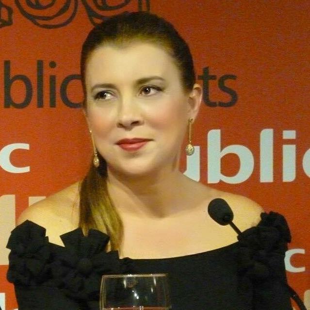 Ελένη Βαηνά: «Όλοι οι λογοτέχνες είναι συγγραφείς, αλλά λίγοι συγγραφείς είναι λογοτέχνες.»