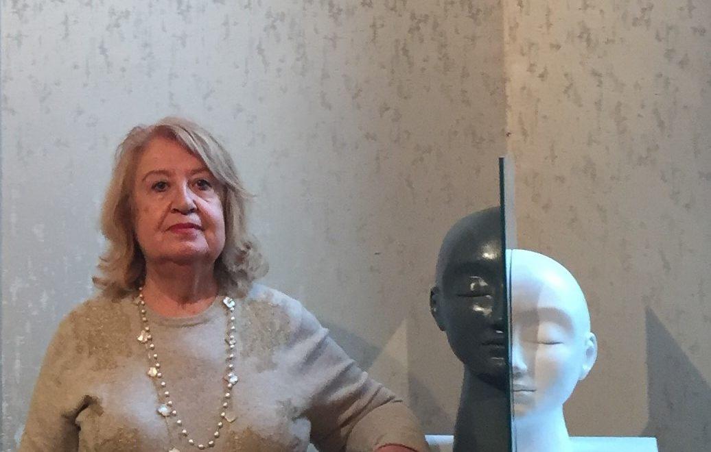 Έμμυ Βαρουξάκη, Τεχνοκριτικός και Ιστορικός Τέχνης: «Η Τέχνη θα επιβιώσει στην κρίση»