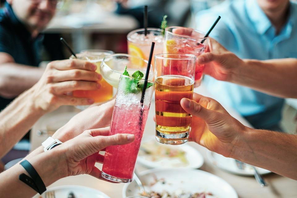 Μύθος ότι το αλκοόλ με μέτρο προστατεύει από εγκεφαλικό