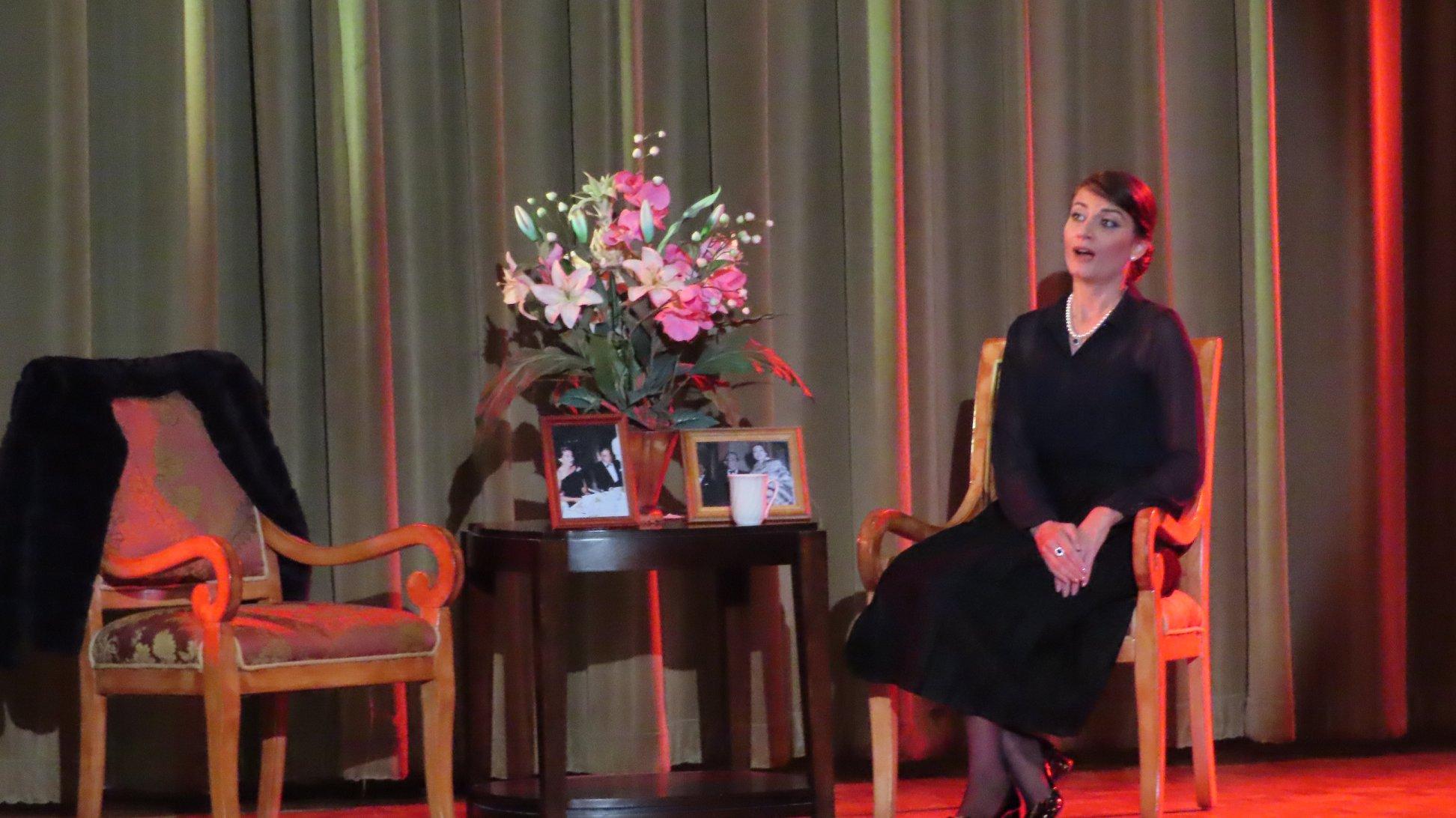"""Η «La Callas"""" Πάολα Χατζηλαμπρή στην Τάμπα της Φλόριδα"""