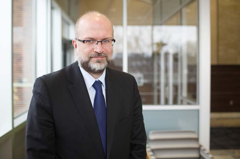 Ο Διεθνούς φήμης Κοσμήτορας και καθηγητής στο Πανεπιστήμιο Νεμπράσκα στην Ομάχα Αμερικής