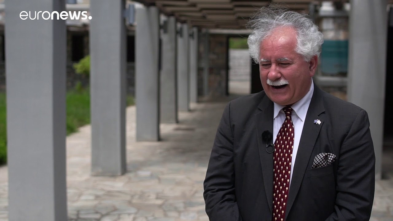 Ο Πρόεδρος εθελοντών Δικτύου Περραιβια κ Κωσταντινος  Σκριάπας σε μια συνέντευξη