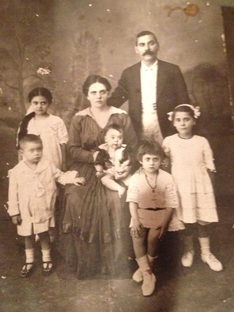 Ομογενής αναδεικνύει την ιστορία εβραίου ράφτη που διέφυγε από τους ναζί, κρυμμένος στην Ερείκουσα