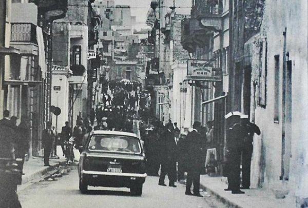 Οι… Μαγδαληνές της Τρούμπας, η ιστορία της κακόφημης συνοικίας του Πειραιά