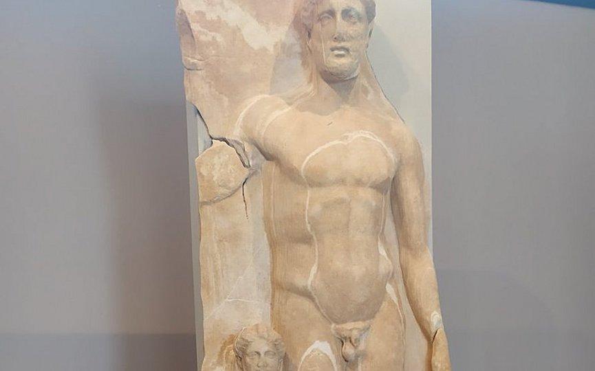 Στην έκθεση του Αρχαιολογικού Μουσείου Τήνου επιτύμβια στήλη από την ανασκαφή στο Ξώμπουργκο