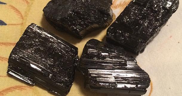 Μαύρη Τουρμαλίνη: προστατευτικός λίθος του Υδροχόου
