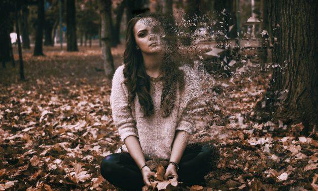 Οι άνθρωποι με άγχος ή κατάθλιψη συνήθως εμφανίζουν Αλτσχάιμερ σε πιο νεαρή ηλικία
