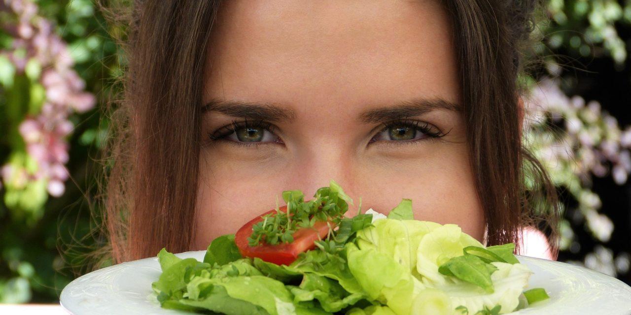 Μπορεί μια σωστή ισορροπημένη  διατροφή να βοηθήσει να ομορφύνει το δέρμα μιας γυναίκας;