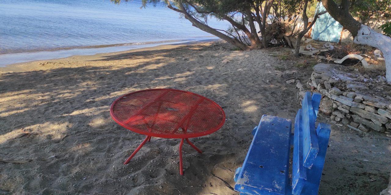 Στο τραπέζι της παραλίας